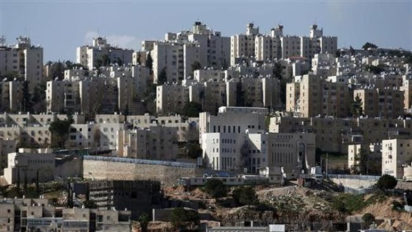 A general view taken from Palestinian village of Hizma on January 30, 2015, shows Israeli settlement units in the northern area of the occupied East al-Quds, on January 30, 2015. (© AFP)