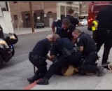 9 cops detain 1 US teen for refusing to use sidewalk