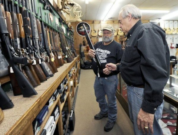 California-lawmaker-seeks-to-video-all-gun-sales-add-restrictions-to-shops-e1456250018979