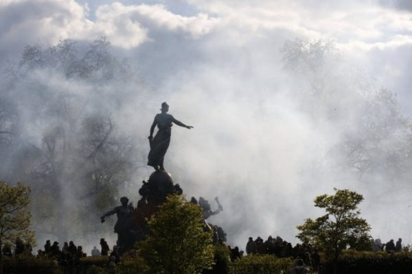 A cloud of tear gas is seen around the statue of the Place de la Nation during clashes between youths and police during a demonstration against the French labour law proposal in Paris, France, as part of a nationwide labor reform protests and strikes, April 28, 2016.    REUTERS/Philippe Wojazer  TPX IMAGES OF THE DAY