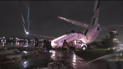BREAKING: Plane Carrying U.S. VP Candidate MIKE PENCE Slides Off NY Runway
