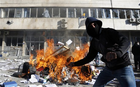 Bosnia protests: 150 injured as demonstrators set fire to presidential palace