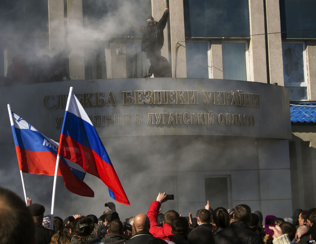 Ukraine crisis: Pro-Russia protests spread in east as crowds of demonstrators storm government buildings