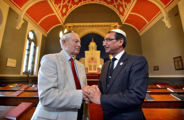 Muslim community Donate to Keep Jewish Synogogue from Closing
