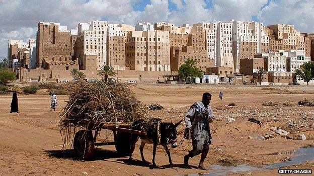 "US threatens military intervention as UN warns of ""disintegration"" in Yemen"