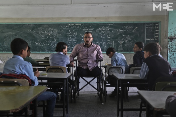 Disabled teacher in Gaza inspires his students to never give up