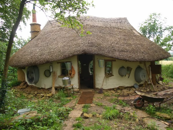 Eco-Friendly Hobbit House Built From Scratch For Just $220
