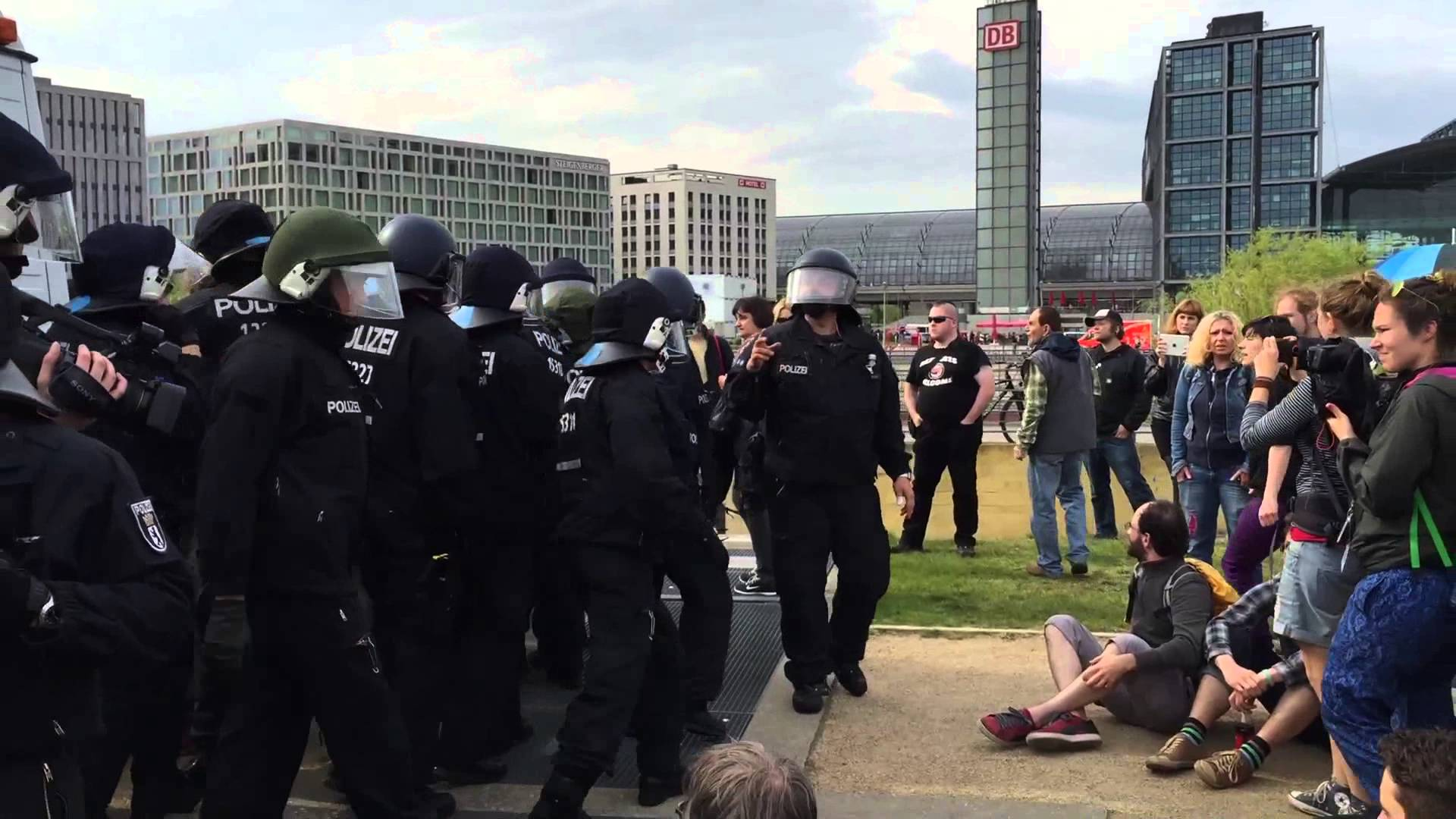Pro-Nazi and Anti-Fa Clash In Germany VIDEO