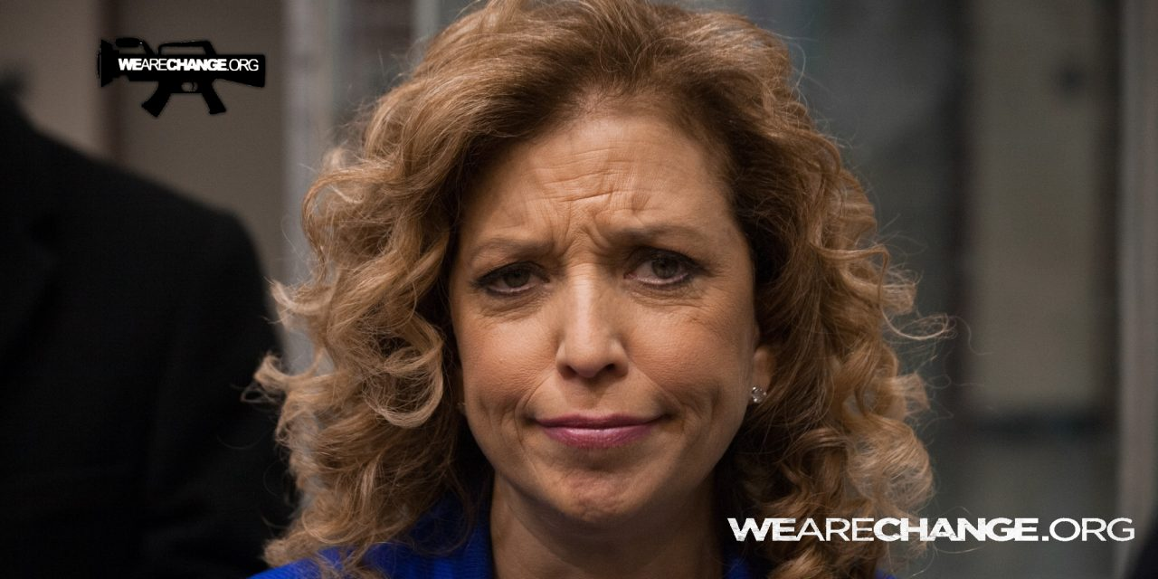 Democrats discuss dropping Schultz from DNC