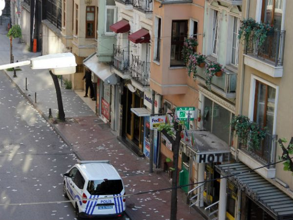 scattered money bills worth 30,000 Turkish Liras from a top-floor balcony after staging an armed robbery on a bank in Istanbul's Kumkap? neighborhood on April 27.
