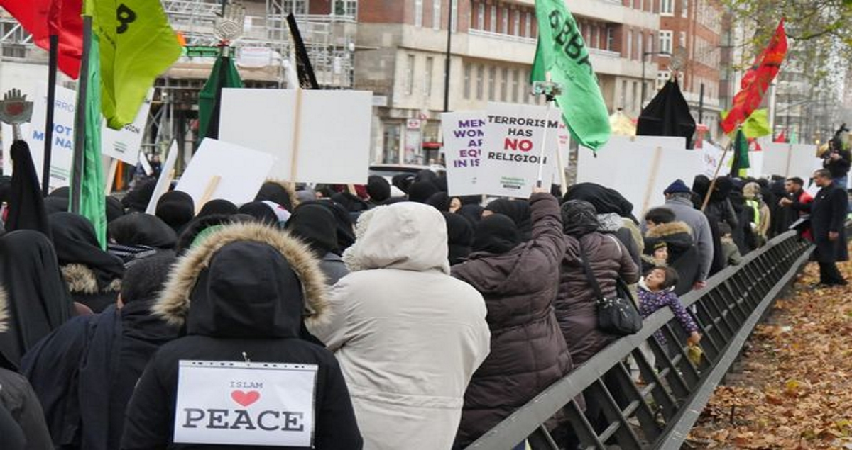 Hundreds of Muslims marching against terrorism in London ignored by media