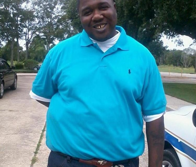 [Graphic] Police Kill Man Selling Cds In Baton Rouge