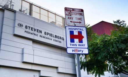 "Street Artist Hilariously Welcomes ""Sick"" Hillary Clinton to LA as She Arrives for Fundraisers"