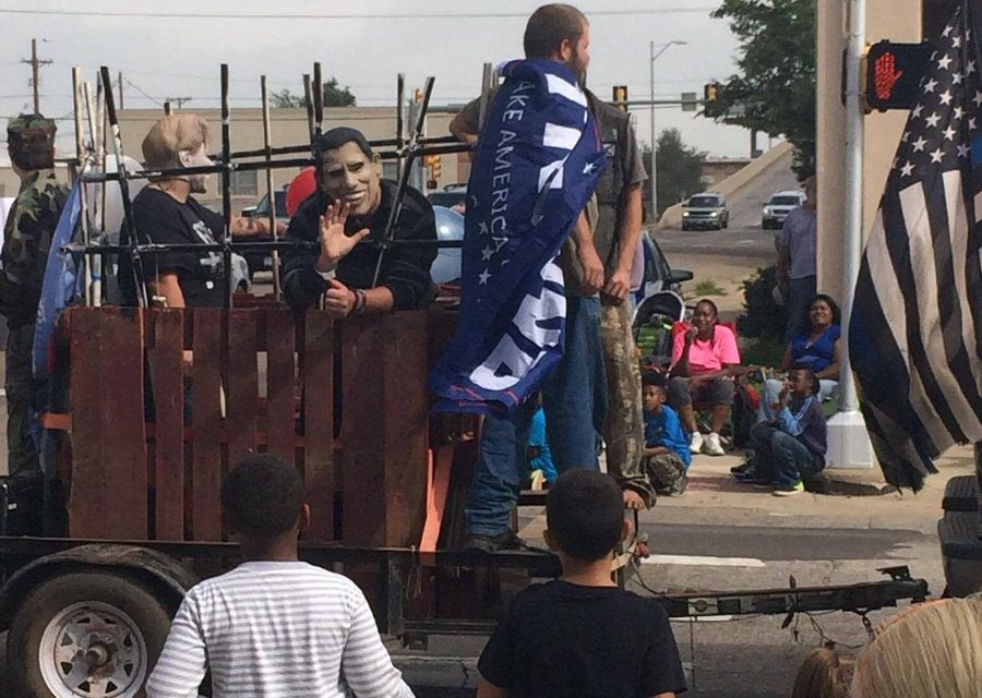 Obama and Hillary For Prison Float Sparks Controversy In Texas