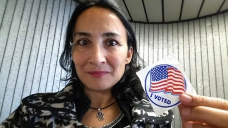 Female Muslim Immigrant Votes Trump, Exposes Democrat Media Dishonesty