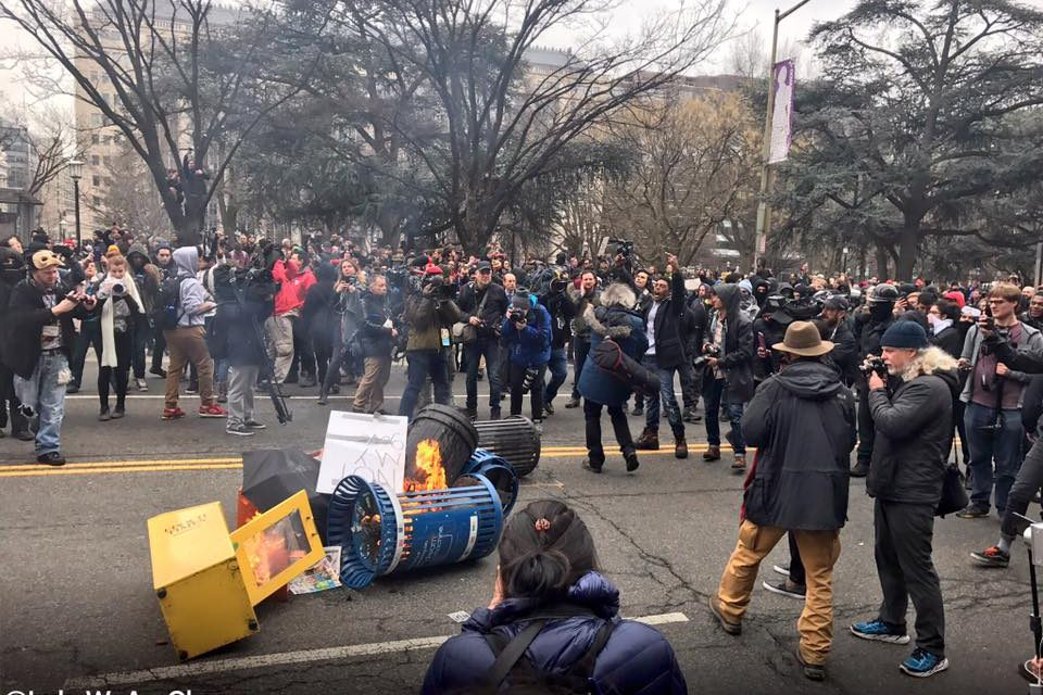 Protesters And Police Continue To Clash As DC Devolves Into An All Out War Zone