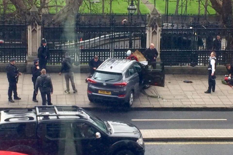 U.K. Parliament Terrorist Attack, 6 Dead, 30+ Injured, 7 Arrested (Live Updates)