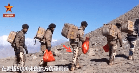 """China Shows Off """"Super Soldiers"""" Equipped With Exoskeleton Suits on Heavily Disputed Border"""